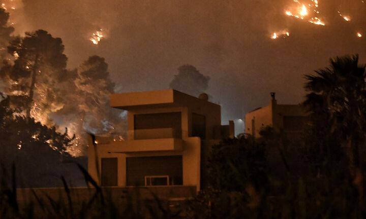 Μεγάλη φωτιά στην Κορινθία-Συγκλονιστικές μαρτυρίες κατοίκων: Είμαστε από τις 4.30 στην παραλία
