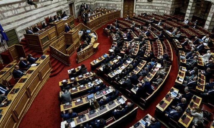 Βουλή: Ψηφίσθηκε το νομοσχέδιο για την συνεπιμέλεια - 156 «υπέρ» 20 «κατά» για τα άρθρα 7 και 13