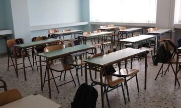Σε αργία τέθηκε ο 48χρονος δάσκαλος που έστελνε ερωτικά μηνύματα σε μαθήτριες δημοτικού