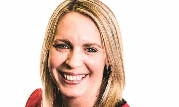 Σοκ στη Βρετανία: Νεκρή γνωστή παρουσιάστρια του BBC λίγες μέρες μετά τον εμβολιασμό με AstraZeneca