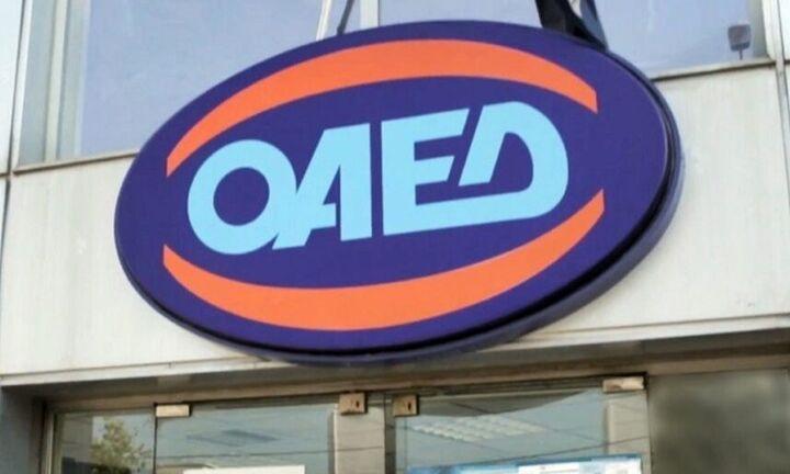 ΟΑΕΔ: Οι δικαιούχοι των voucher για αγορά βιβλίων