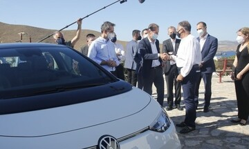 Αστυπάλαια: Συνάντηση του πρωθυπουργού με τον διευθύνοντα σύμβουλο του ομίλου Volkswagen
