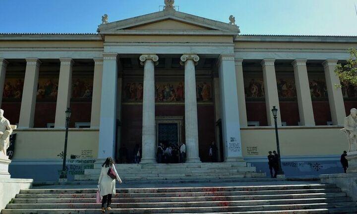 ΕΚΠΑ: Σε αναστολή καθηκόντων ο καθηγητής που κατηγορείται από φοιτήτριες για σεξουαλική παρενόχληση