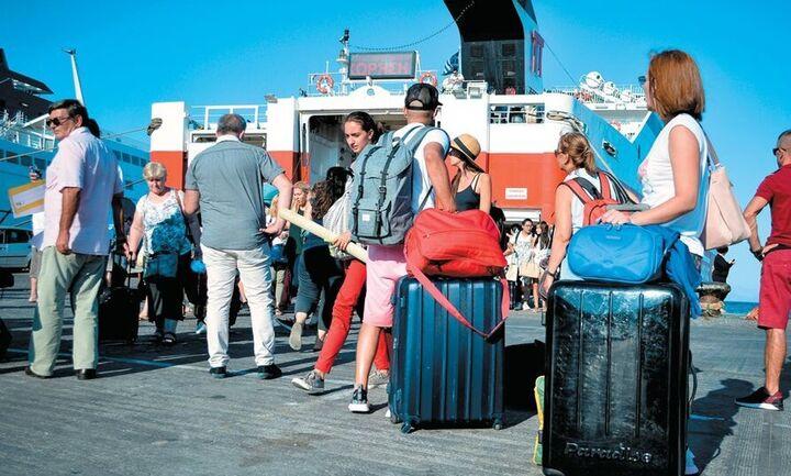Πελώνη: Τέσσερις νέες ρυθμίσεις για τον τουρισμό από σήμερα Δευτέρα