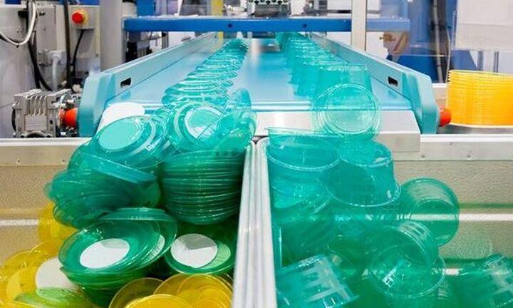 Μειώθηκε, μόλις για τρίτη φορά μεταπολεμικά, η παγκόσμια παραγωγή πλαστικού το 2020