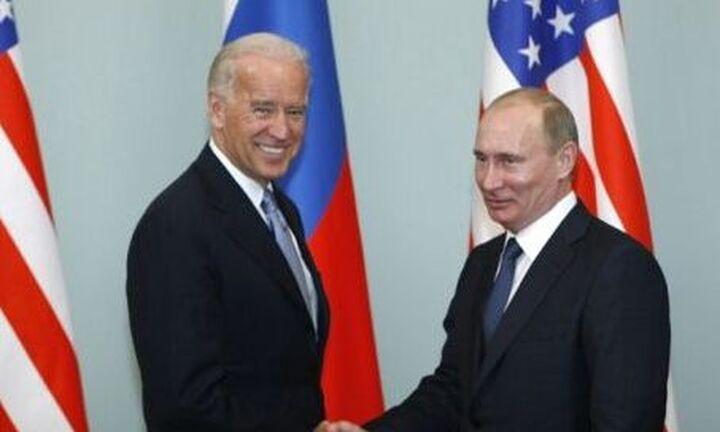 Μπάιντεν: Κανείς δεν θέλει έναν νέο Ψυχρό Πόλεμο