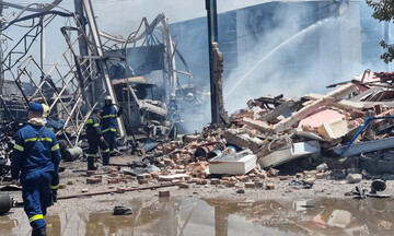 Λήξη συναγερμού: Υπό μερικό έλεγχο η πυρκαγιά σε αποθήκη φιαλών προπανίου στον Ασπρόπυργο