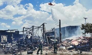 Εικόνες «Αποκάλυψης» στον Ασπρόπυργο: Υπό πλήρη έλεγχο η φωτιά - Τρεις τραυματίες απ' τις εκρήξεις