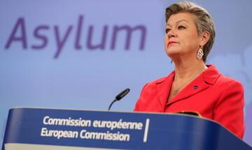 Διφορούμενες δηλώσεις Γιόχανσον περί φύλαξης συνόρων και επαναπροωθήσεων μεταναστών