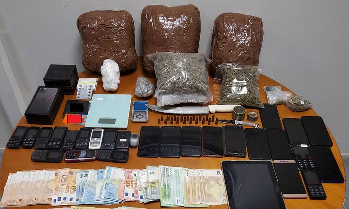 ΕΛ.ΑΣ: Εξαρθρώθηκε σπείρα που διακινούσε ναρκωτικά σε Αττική και νησιά - Εννέα συλλήψεις