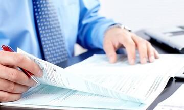 Οι πέντε δρόμοι για να πληρώσετε τον φετινό φόρο εισοδήματος: Πώς θα εξασφαλίσετε έως και 24 δόσεις