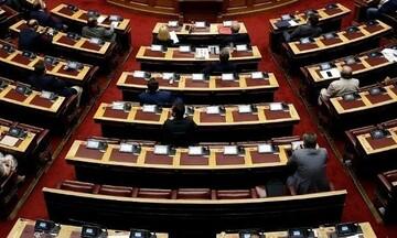 Στη Βουλή η τροπολογία για τη διατήρηση του μειωμένου ΦΠΑ σε πέντε νησιά του Αιγαίου