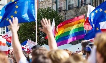 Η Ελλάδα συνυπογράφει την κοινή δήλωση της ΕΕ κατά της Ουγγαρίας για τα δικαιώματα των ΛΟΑΤΚΙ