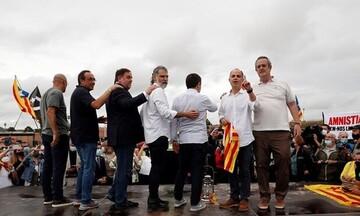 Ισπανία: Πήραν χάρη και αποφυλακίστηκαν οι εννέα Καταλανοί αυτονομιστές