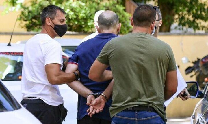 Προθεσμία για να απολογηθεί για τη νέα δολοφονία έως την Πέμπτη πήρε ο δολοφόνος του Σεργιανόπουλου