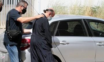 Νέα εξέλιξη: Η μητέρα των κοριτσιών πήρε το μέρος του ιερέα που κατηγορείται για τον βιασμό τους