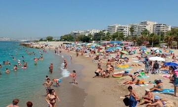 Ξεκινούν εμβολιασμοί σε πλαζ και παραλίες