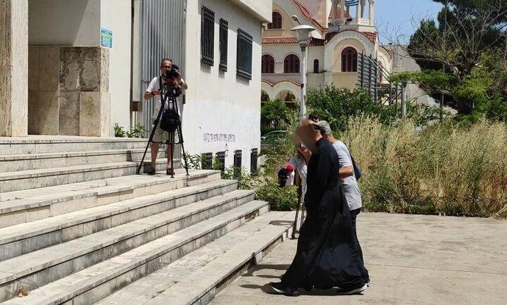 Αγρίνιο: Αυτός είναι ο ιερέας που κατηγορείται για βιασμό ανηλίκων και κατοχή πορνογραφικό υλικού