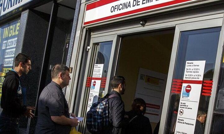 Ισπανία: Καταγράφηκε η μεγαλύτερη μηνιαία πτώση της ανεργίας των τελευταίων 25 ετών