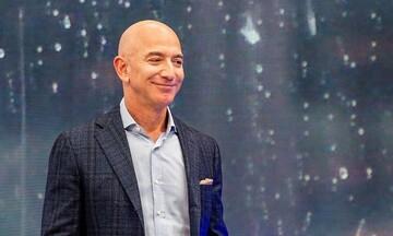 Τέλος εποχής: Ο Τζεφ Μπέζος παραδίδει το «τιμόνι» της Amazon 27 χρόνια μετά την δημιουργία της