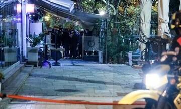 Χαλκιδική: Ταυτοποιήθηκαν αλλά παραμένουν ασύλληπτοι οι νεαροί που πυροβόλησαν 20χρονο σε μπαρ