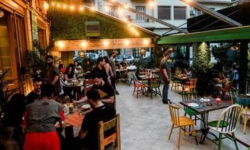 Χαρδαλιάς: Μόνο με καθήμενους από αύριο εστίαση, καφέ και μπαρ- Λουκέτο από την πρώτη παράβαση