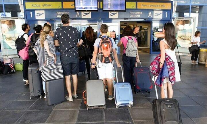 Τριπλασιάστηκαν οι κρατήσεις Βρετανών τουριστών για διακοπές στην Ελλάδα - Χιλιάδες κρατήσεις το σ/κ