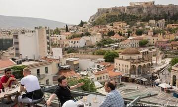 """Ο γερμανικός Τύπος """"ξαναχτυπά"""": «Μήπως να... ακυρώσουμε τις διακοπές στην Ελλάδα;»"""