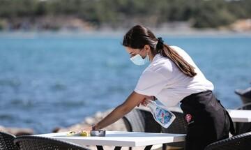 Ανοίγει αύριο το επιδοτούμενο πρόγραμμα για πρόσληψη 100.000 εργαζομένων σε τουρισμό, εστίαση