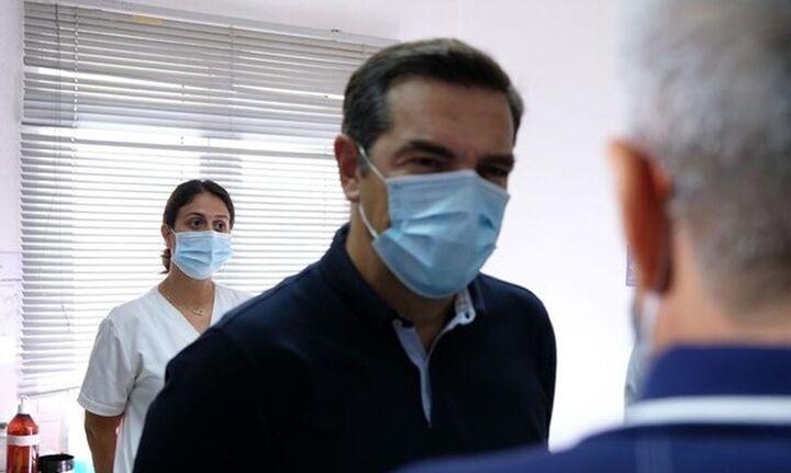Τσίπρας: Μήνυμα στους πολίτες να εμβολιαστούν και στην κυβέρνηση να μη διχάζει