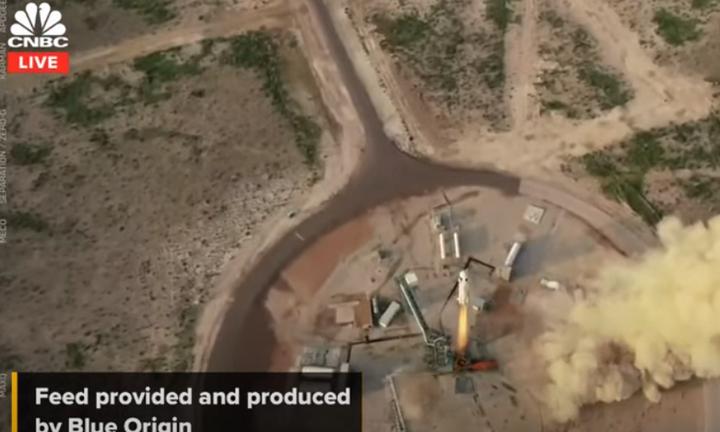 Επιτυχημένη εκτόξευση του διαστημοπλοίου της Blue Origin με επιβάτη τον Τζεφ Μπέζος