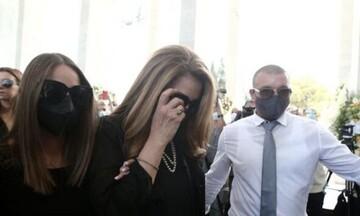 Τόλης Βοσκόπουλος: Το τελευταίο αντίο στον «πρίγκηπα» του ελληνικού τραγουδιού (pic)