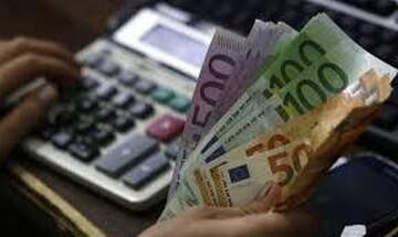 «Κλείδωσε» αύξηση 2% στον κατώτατο μισθό – Τι σημαίνει για την τσέπη εργαζομένων και ανέργων