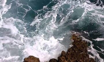 Συγκλονιστικές περιγραφές - Σώθηκε το ζευγάρι που πάλευε ώρες με τα κύματα στην Κρήτη