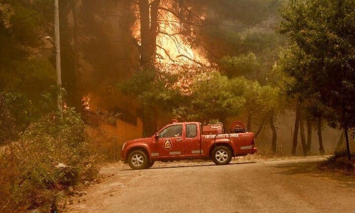 Έκτακτη σύσκεψη στην Πάτρα - Σε εξέλιξη η πυρκαγιά στην Αχαΐα - Εκκενώθηκε ο οικισμός Πτέρη