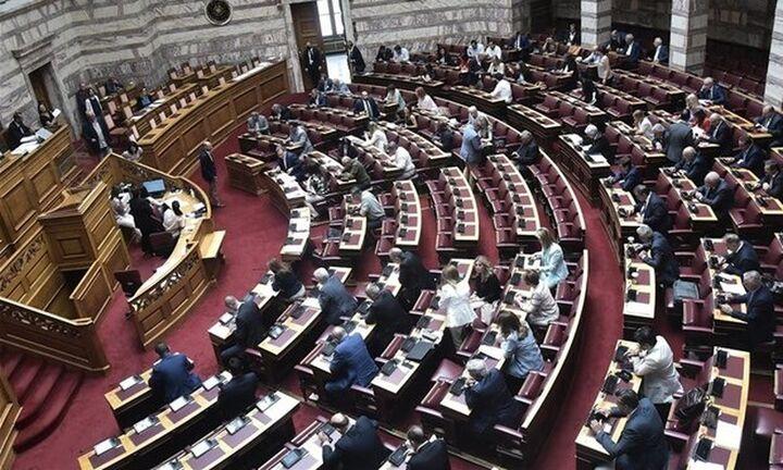 Βουλή: Υπερψηφίστηκε το νομοσχέδιο για το νέο σχολείο