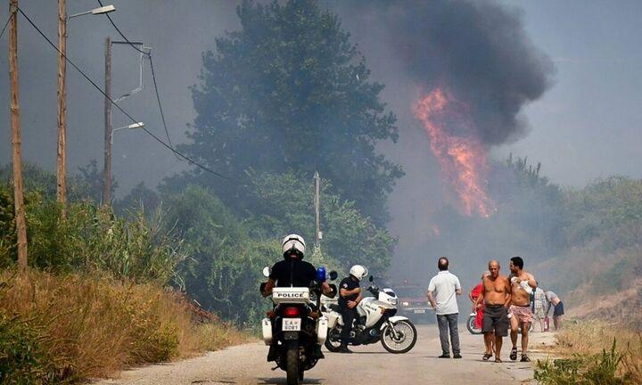 Πάτρα: Σε ύφεση η πυρκαγιά στην Ελεκίστρα - Ζημιές σε πέντε σπίτια