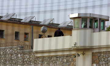 Φυλακές Κορυδαλλού: Πέταξαν δέμα με ναρκωτικά και κινητό σε ανοιχτό χώρο