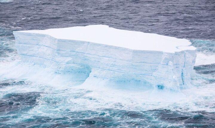 Γροιλανδία: 22 γιγατόνοι πάγου έλιωσαν σε μια μέρα - Η τρίτη μεγαλύτερη απώλεια σε 70 χρόνια