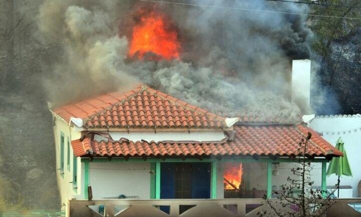 Φωτιά Βαρυμπόμπη: Εξαιρετικά δύσκολη η νύχτα, ένα ενεργό μέτωπο