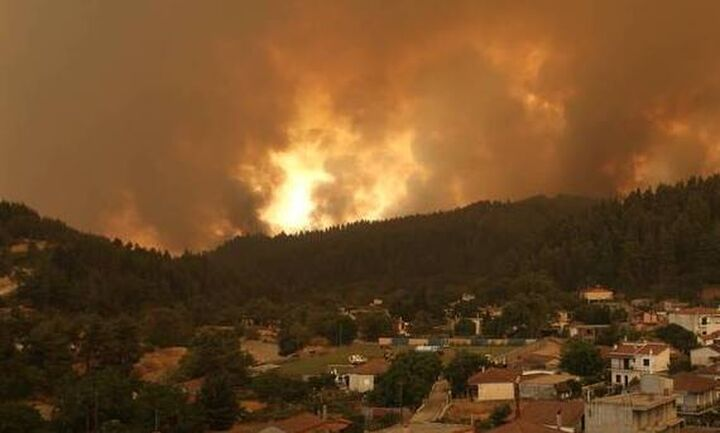 Mαίνονται τα μέτωπα της φωτιάς στη Μεγαλόπολη της Αρκαδίας και τη Μέλπεια της Μεσσηνίας