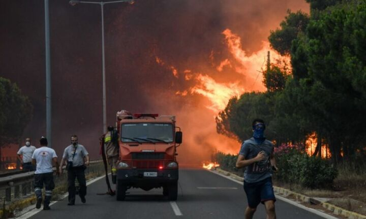 Συνεχίζεται η μάχη σε Εύβοια, Ηλεία-Αρκαδία και Λακωνία-Πυρκαγιές από κεραυνούς σε Μάνδρα-Χαλκιδική
