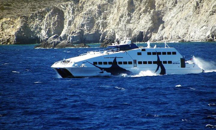 Σώοι οι 18 επιβαίνοντες θαλαμηγού που βυθίστηκε ανοικτά της Μήλου