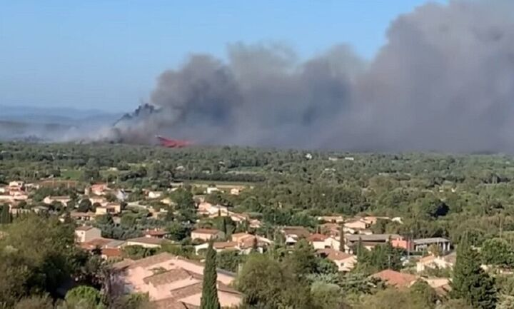 Γαλλία: Ένας νεκρός από την πυρκαγιά στο Σεν Τροπέ - 1.200 πυροσβέστες στη μάχη της κατάσβεσης