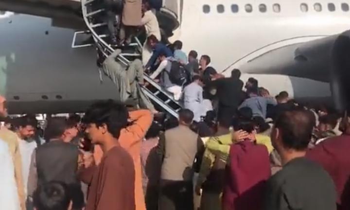 Αφγανιστάν: 12 άνθρωποι έχασαν τη ζωή τους γύρω από το αεροδρόμιο της Καμπούλ
