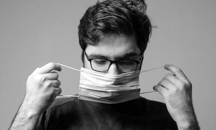 Προς επιστροφή της μάσκας - Σφίγγει ο κλοιός για τους ανεμβολίαστους