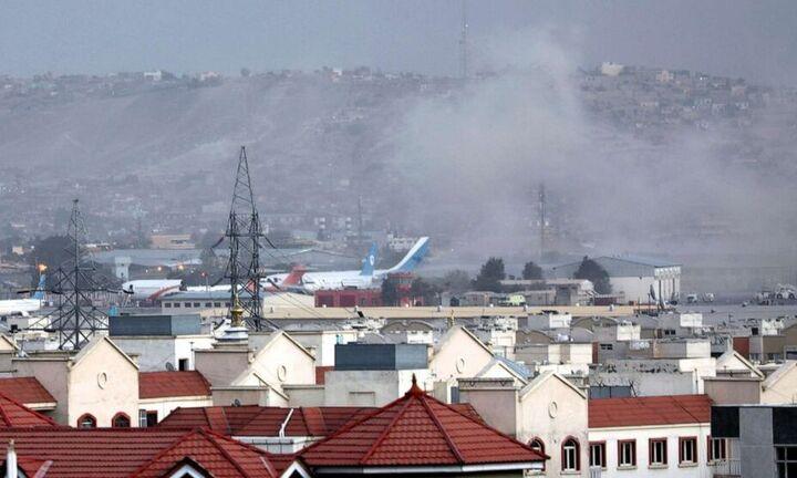 Μακελειό στο αεροδρόμιο της Καμπούλ με 100 νεκρούς - Μπάιντεν: Συνεχίζουμε την εκκένωση