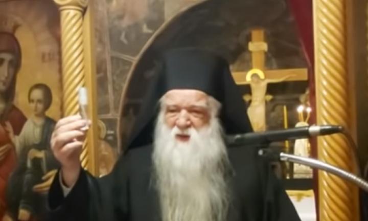 Σάλος με τον Αμβρόσιο: Έβγαλε «ψεκαστήρι» σε ναό και έλεγε ότι έχει το φάρμακο κατά τουκορωνοϊού