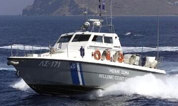 Κύθνος: Σε εξέλιξη επιχείρηση διάσωσης έξι ατόμων που εγκατέλειψαν καταμαράν