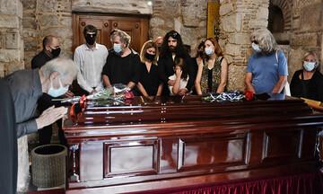 Στη Μητρόπολη Αθηνών η σορός του Μίκη Θεοδωράκη - Ξεκίνησε το λαϊκό προσκύνημα